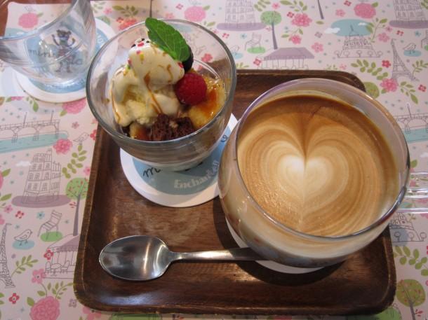 トリンドル怜奈さんのパフェとコーヒーのセット